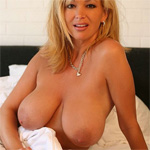 Rachel Aziani Boobs In Bed