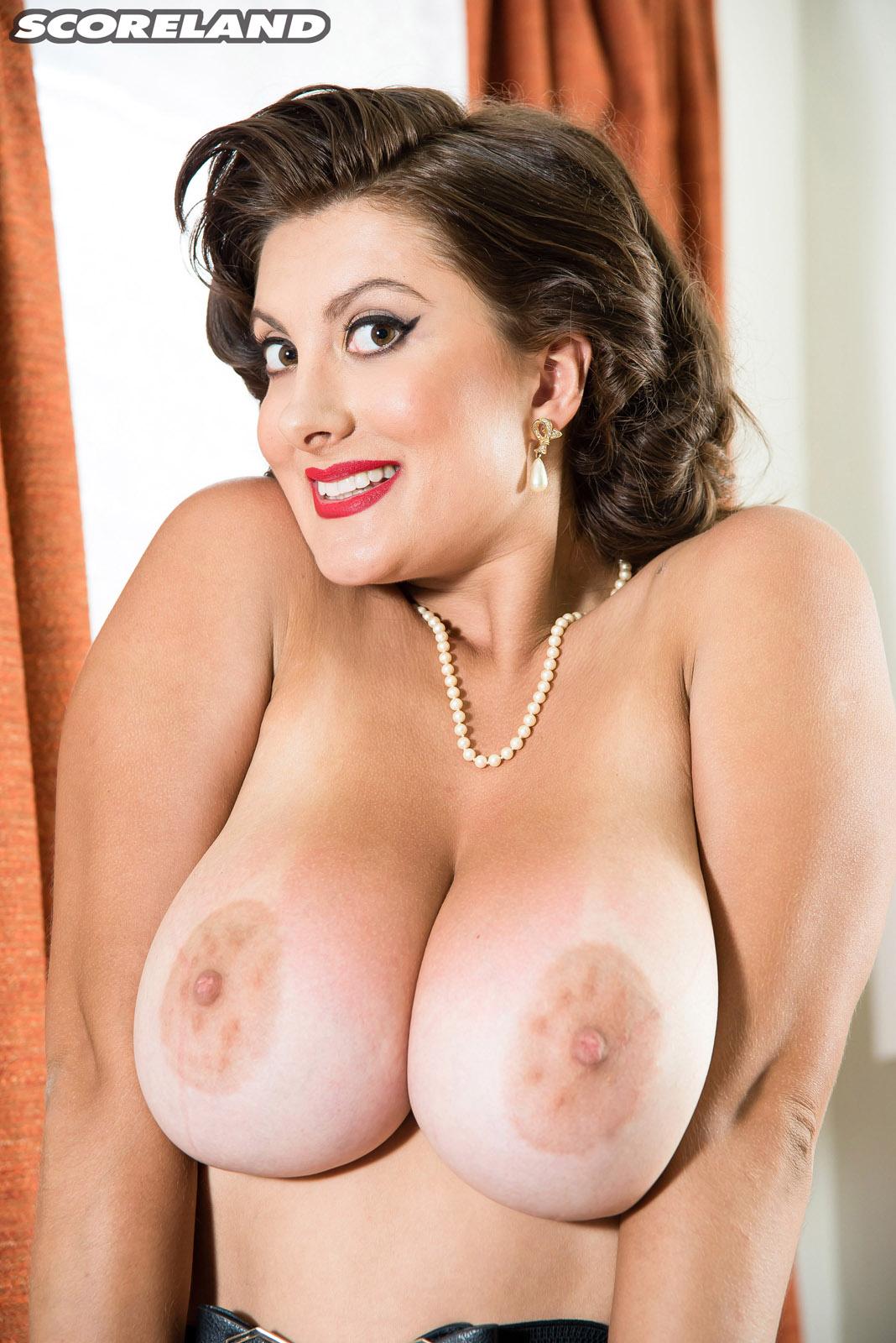 Free busty pinups naked-7608