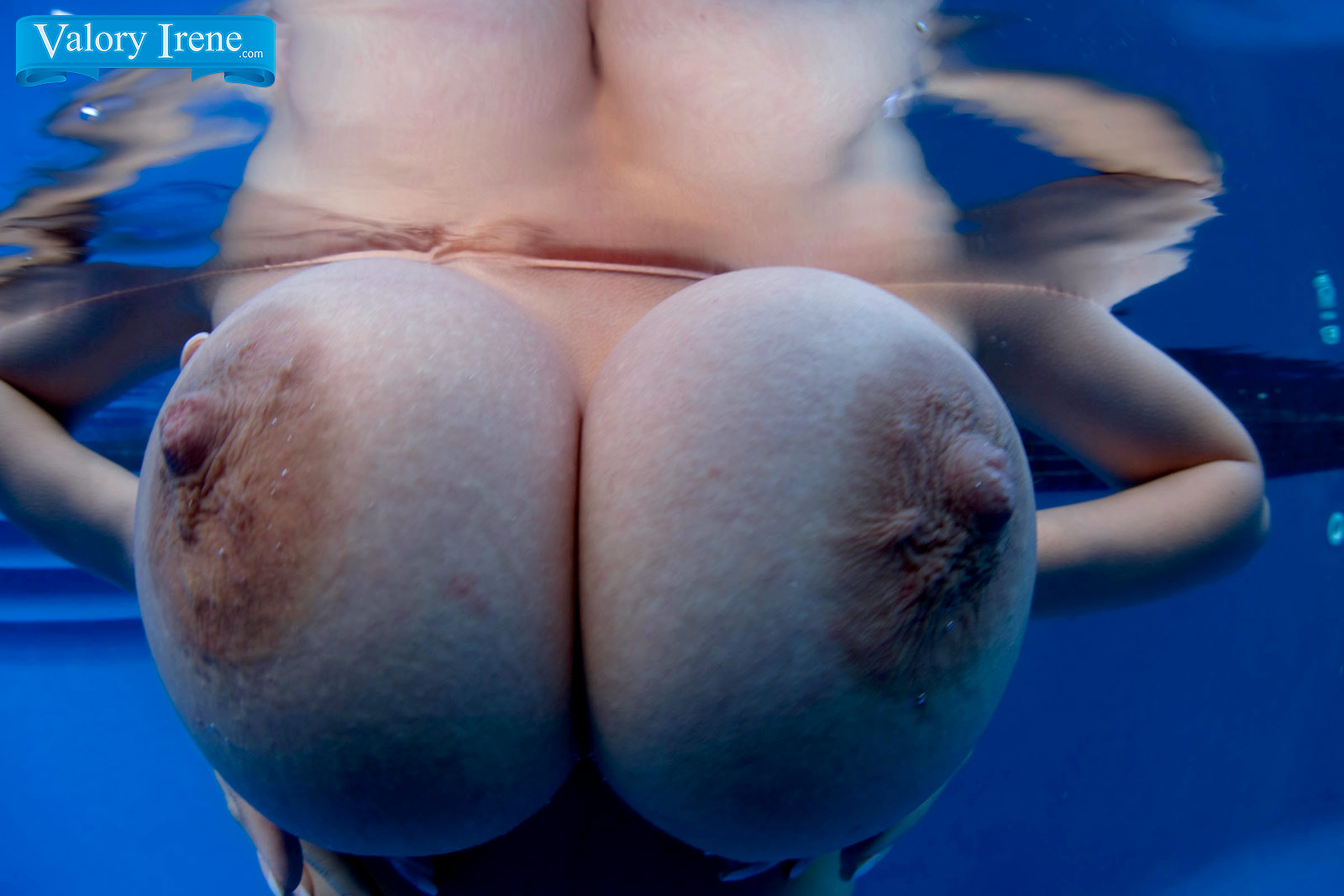 Big boobs underwater
